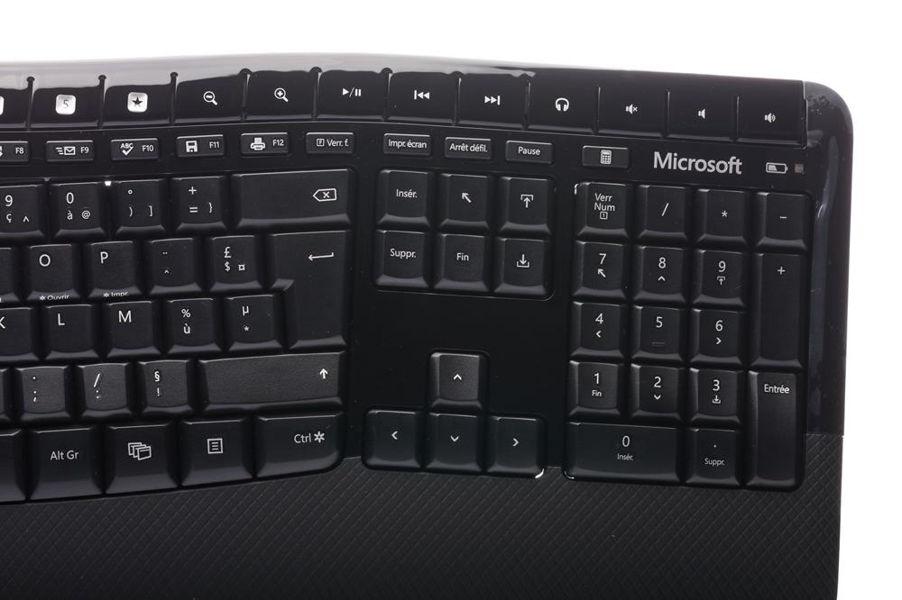 Microsoft Wireless Comfort Desktop 5000 (French / Français)